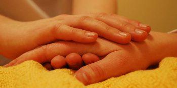 Jak pomóc bliskim wymagającym stałej opieki