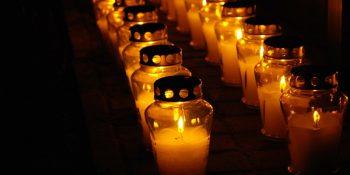Na ulicach Warszawy zapłonęły świeczki dla bohaterów Powstania
