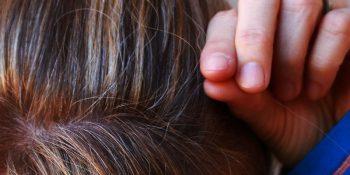 Naturalny sposób na siwe włosy