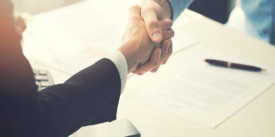 Czym są umowy powszechnie zawierane w drobnych bieżących sprawach życia codziennego?