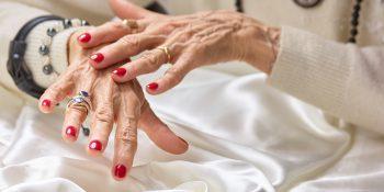 Pielęgnacja paznokci u seniorki