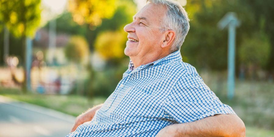 Senior na słońcu – na co zwracać uwagę?