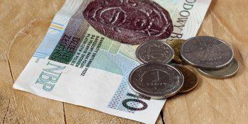 Ile pieniędzy stracą emeryci