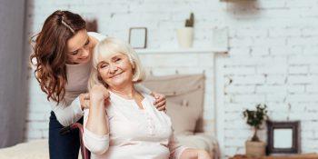 Korzystanie z usług opiekuńczych przy opiece nad seniorem