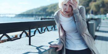 Uraz głowy – na co zwrócić uwagę obserwując seniora