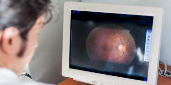 Zwyrodnienie plamki żółtej – co robić, gdy cierpi wzrok seniora