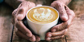 Senior i kawa – czy kofeina może występować w diecie osoby starszej