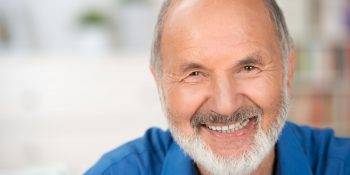 Hydroksyapatyt kontra fluor – co jest lepsze dla zębów seniora