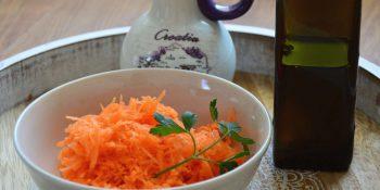 Polej olej! Oleje ważnym składnikiem diety i doskonałym dodatkiem do warzyw.